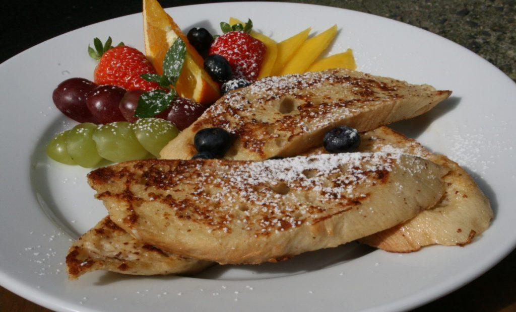 Pain Perdu – tosty francuskie zowocami.