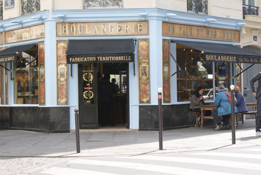 Brioszki- zawsze obecne wefrancuskie boulangerie.